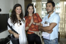 suraj-with-apartment-film-foreign-actors